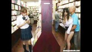 友達が近くにいるのにレイプされる女子高生